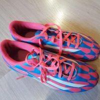 Paire de chaussures de foot Adidas pointure 40