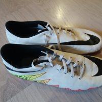 Paire de chaussures de foot Nike pointure 44